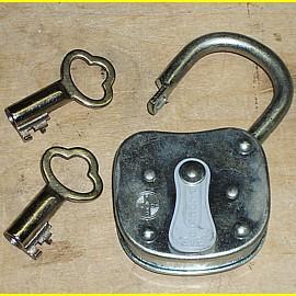 Foco Plock  - Breite 60 mm mit Klappe - gleischschliessend